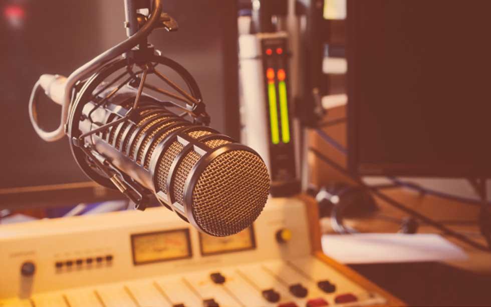 La radio como medio de comunicación: Su impacto, adaptación e influencia durante la pandemia del Covid-19